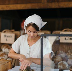 Conjoint qui travaille avec son mari boulanger