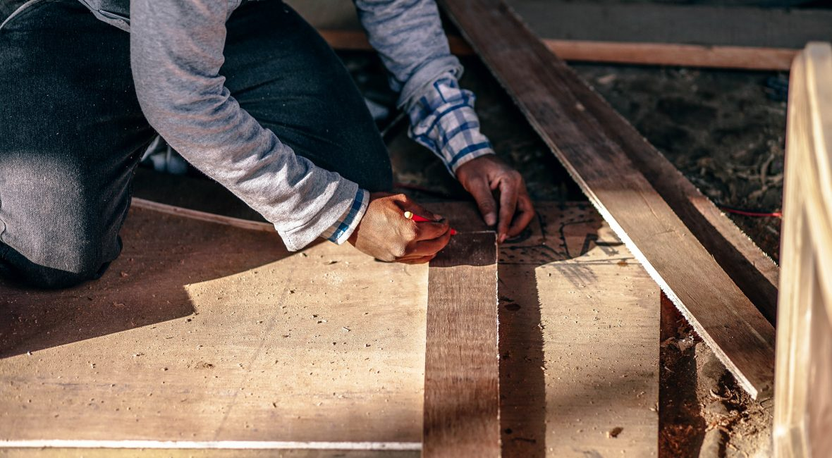 Menuisier sur un chantier